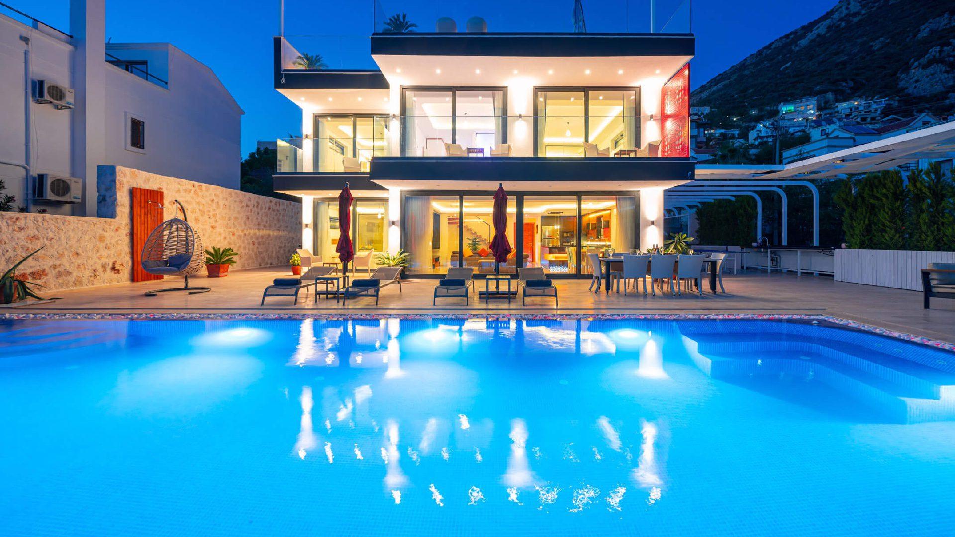 Villa Erduyan night time